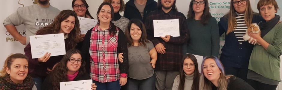 Foto final del grupo con sus diplomas