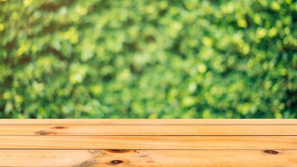 mesa de terraza de madera