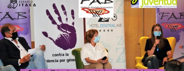 En la imagen muestra un momento de la presentación del proyecto, con el exjugador Pepe Arcega, la Consejera Broto y la psicóloga de Espacio Ítaca Andrea Tena
